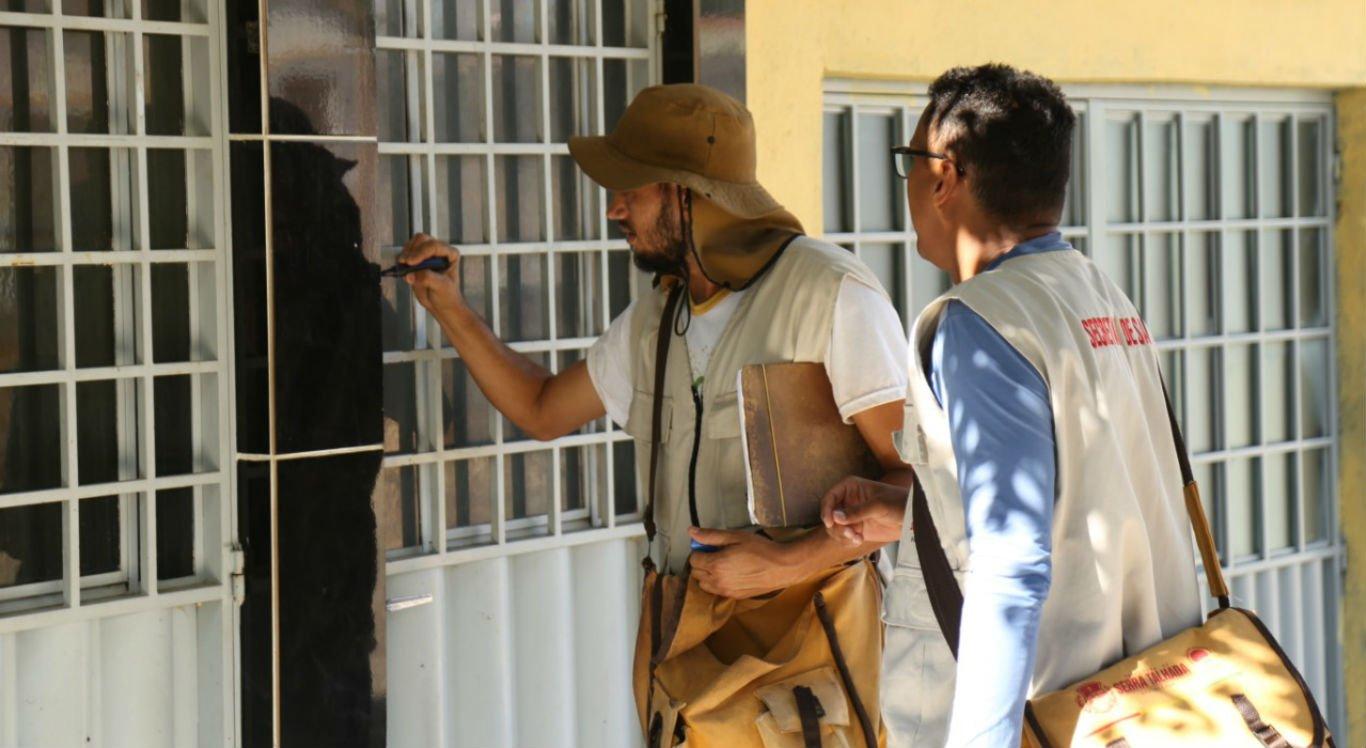 Equipes visitam residências para combater focos do mosquito