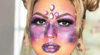 Maquiagem pode combinar muito brilho e pedrarias