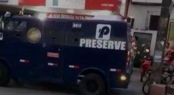 O carro-forte estava recolhendo dinheiro de uma casa lotérica em Jardim São Paulo