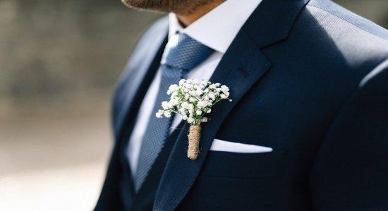 Saiba como usar o lenço no terno para o seu casamento