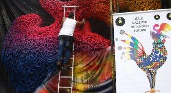 Mais de mil discos de vinil, pintados por crianças de todo o mundo, vão compor o corpo da alegoria