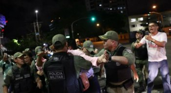 A confusão teve início por causa da resistência dos manifestantes
