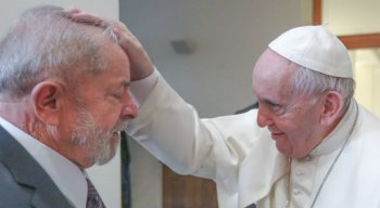 Ex-presidente Lula e o Papa Francisco nesta quinta-feira (13)