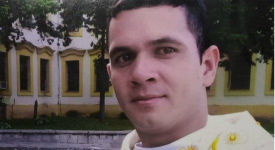 Falso padre é preso suspeito de lucrar mais de R$ 200 mil com golpes