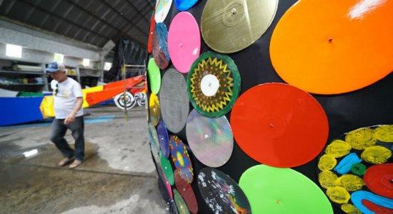 Montagem do Galo Gigante para o Carnaval 2020