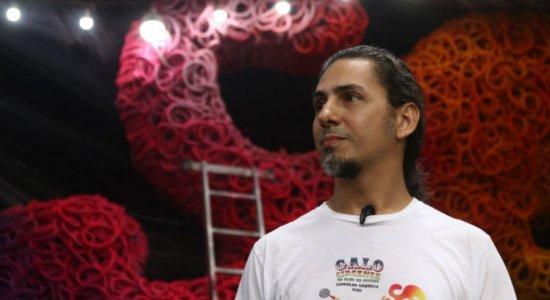 Leopoldo Nóbrega, arista plástico responsável pelo Galo Gigante deste ano