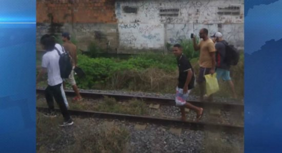 Problema elétrico provoca paralisação de trecho no Metrô do Recife
