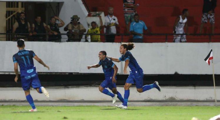 Com gol aos 48 do segundo tempo, Santa Cruz vence primeira na Copa do Nordeste