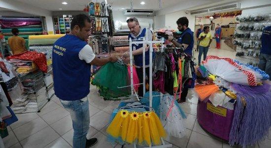 Procon Recife fiscaliza lojas que vendem artigos carnavalescos