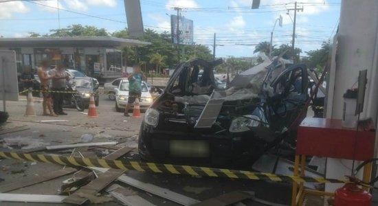 Carro explode em posto de combustível e assusta população em Paulista