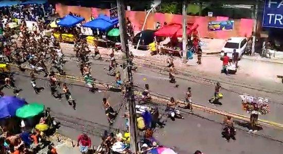 Moradores registram vídeo de briga no desfile das Virgens do Bairro Novo
