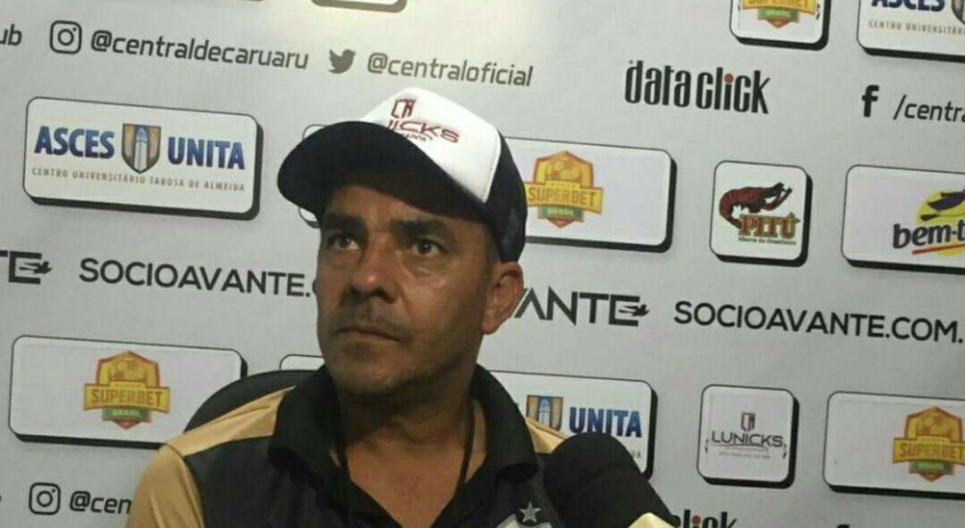 Evandro Guimarães não é mais técnico do Central