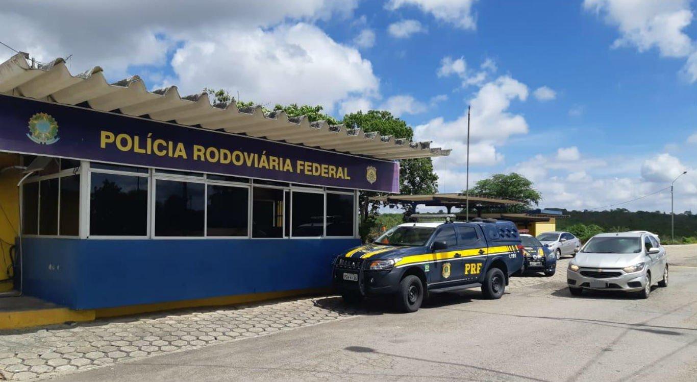Carro foi recuperado pela PRF em Caruaru