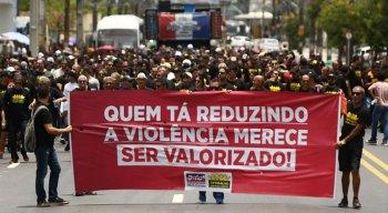 Cerca de 250 policiais civis participaram da mobilização desta terça-feira