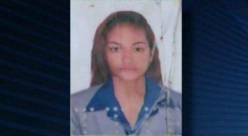 A vítima foi encontrada morta em um terreno baldio