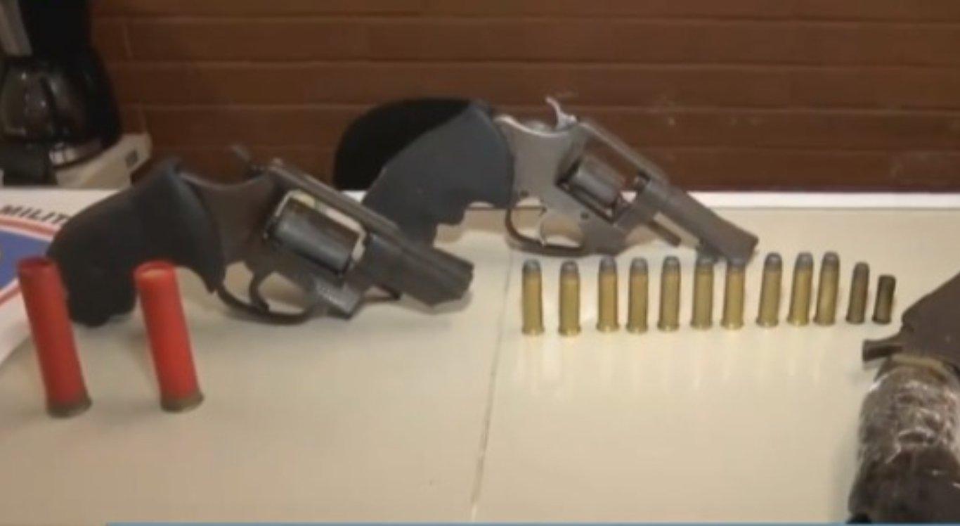 Armas foram apreendidas durante a ação