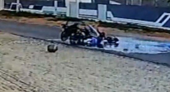 Colisão entre duas motocicletas deixou condutores feridos