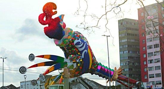 Carnaval 2020: as imagens do Galo Gigante na Ponte Duarte Coelho, no Recife