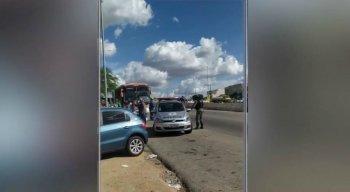 O assalto aconteceu quando o veículo passava pela Vila Rafael, no sentido Toritama