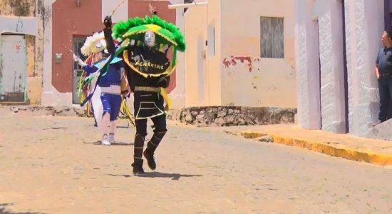 Caretas são a marca do Carnaval de Triunfo
