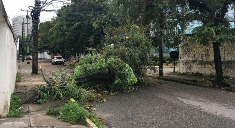 A Rua Epaminondas de Melo, no Paissandu, está bloqueada