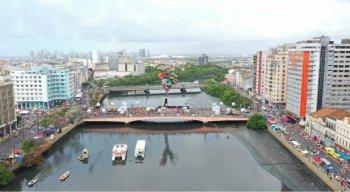 Em 2020, é a 43ª vez em que o Galo Gigante vai arrastar uma multidão de foliões pela ruas do Recife