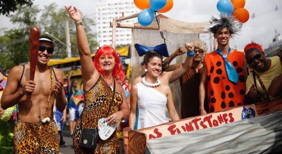 Galo da Madrugada já esquenta foliões no Sábado de Zé Pereira