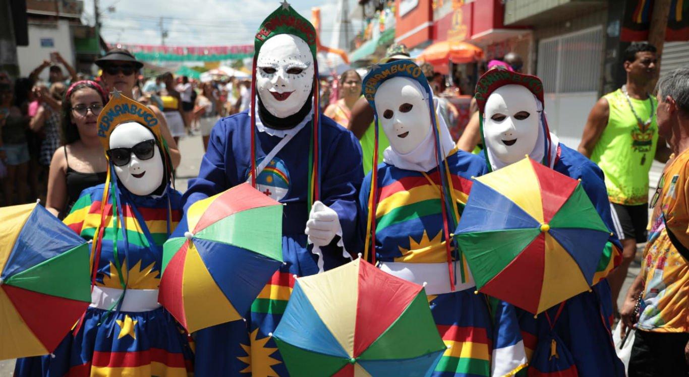 Bandeira de Pernambuco foi reverenciada por muitos foliões no Carnaval de Bezerros