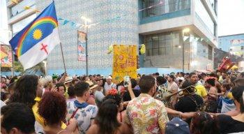 Multidão tomou conta do Marco Zero atrás da grande orquestra de frevo