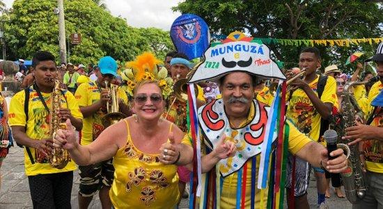 Bloco Munguzá de Zuza Miranda e Thais agita foliões em Olinda