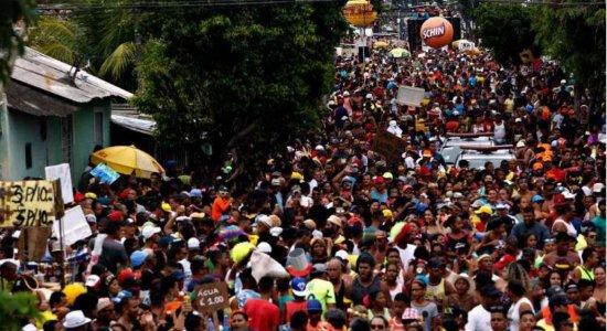 Bloco Os Irresponsáveis arrasta multidão na Zona Norte do Recife