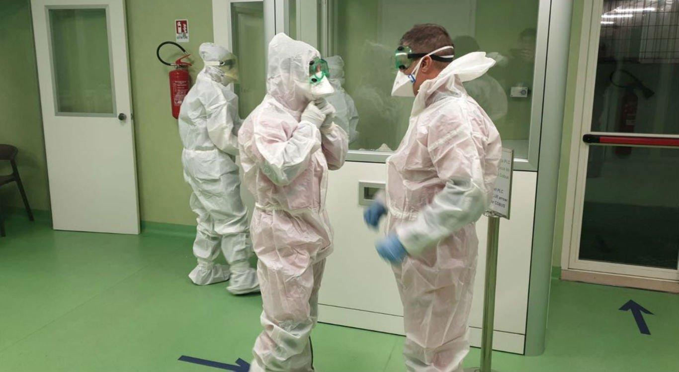 O número de mortos pelo novo coronavírus na Itália aumentou hoje (26).