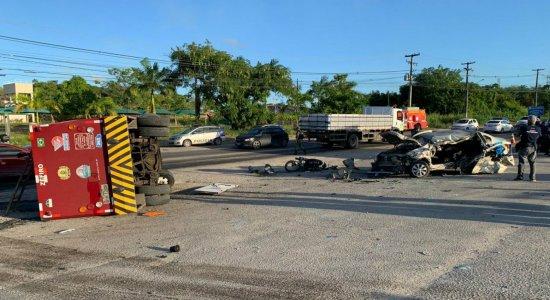 Grave acidente na PE-60, em Ipojuca, deixa uma pessoa morta e cinco feridas