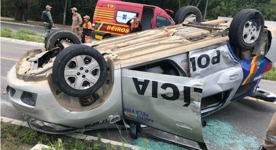 Acidente: viatura da PM capota e quatro pessoas ficam feridas em Paulista
