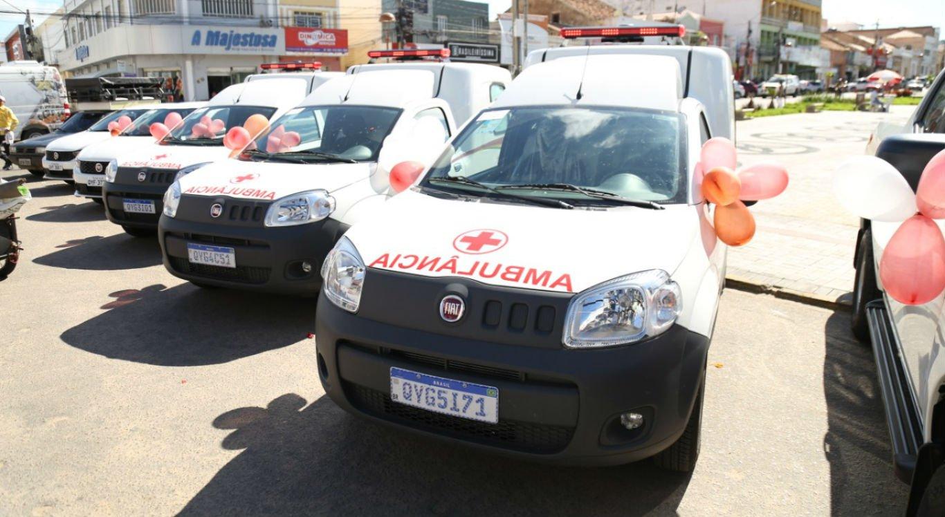 Ambulâncias novas foram entregues durante cerimônia na Praça Sérgio Magalhães