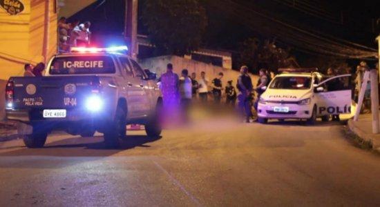 Jovem é assassinado na frente de amigos em Jaboatão