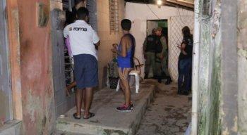 Quando o proprietário chegou ao local, percebeu o corpo e chamou a polícia.