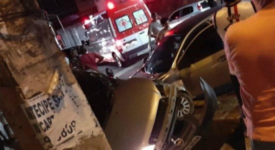 Adolescente pega carro da mãe e provoca acidente na Zona Sul