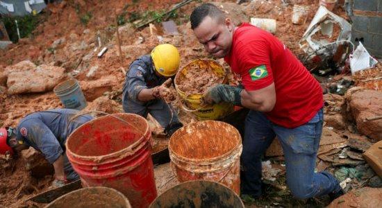 Chuvas: sobe para 11 número de mortos na Baixada Santista (SP)