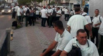 Motoristas e cobradores se concentraram em frente à garagem da Caxangá