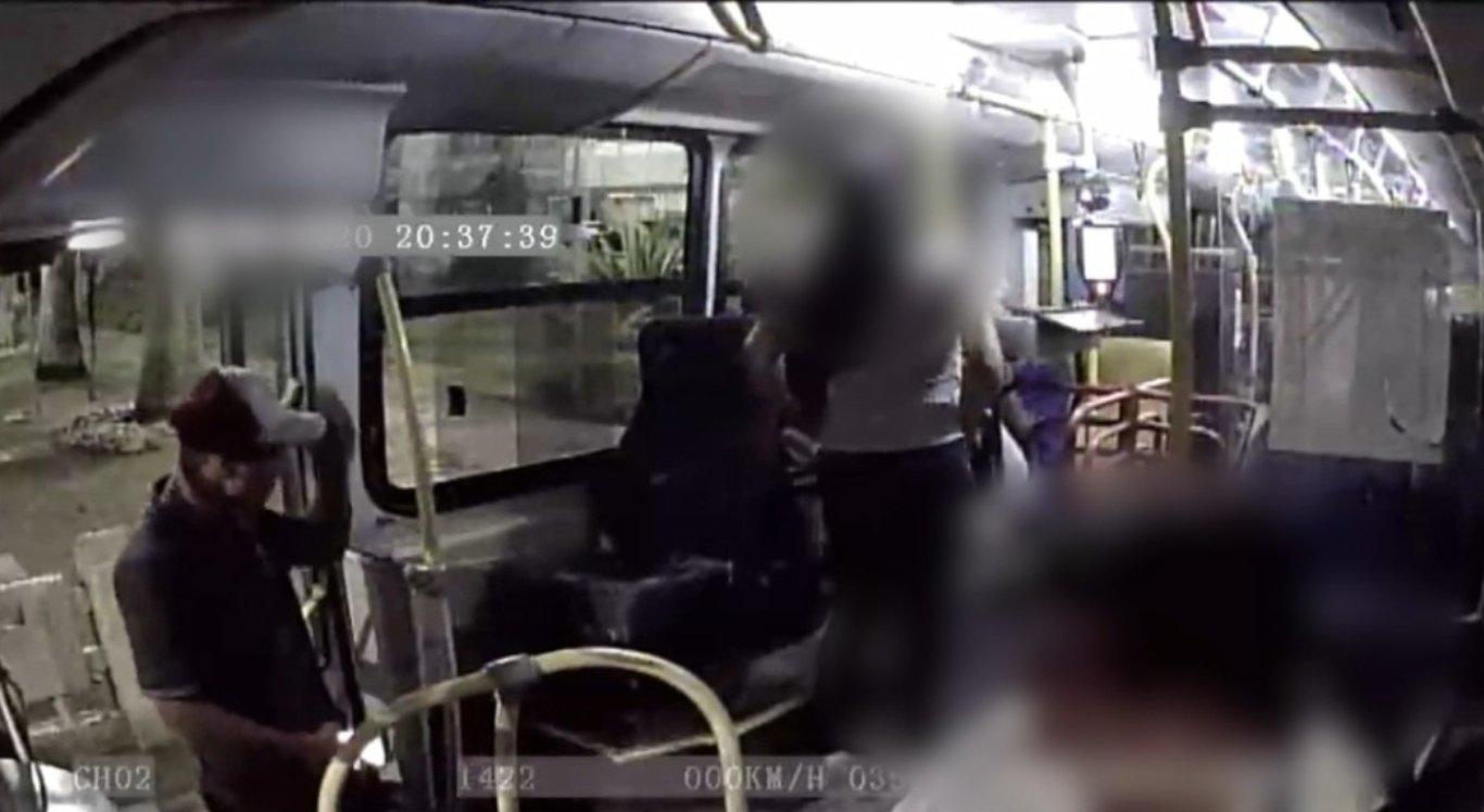 Ônibus é alvo de assalto em Caruaru