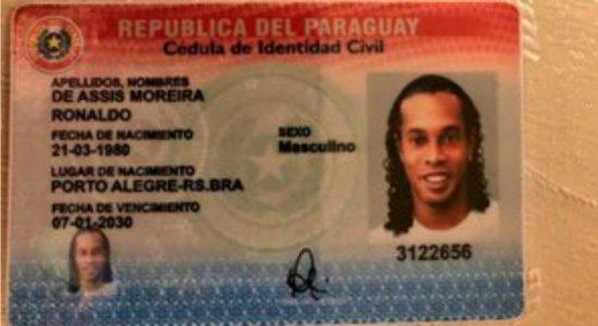 Ronaldinho Gaúcho tinha passaporte original com dados falsos, diz MP