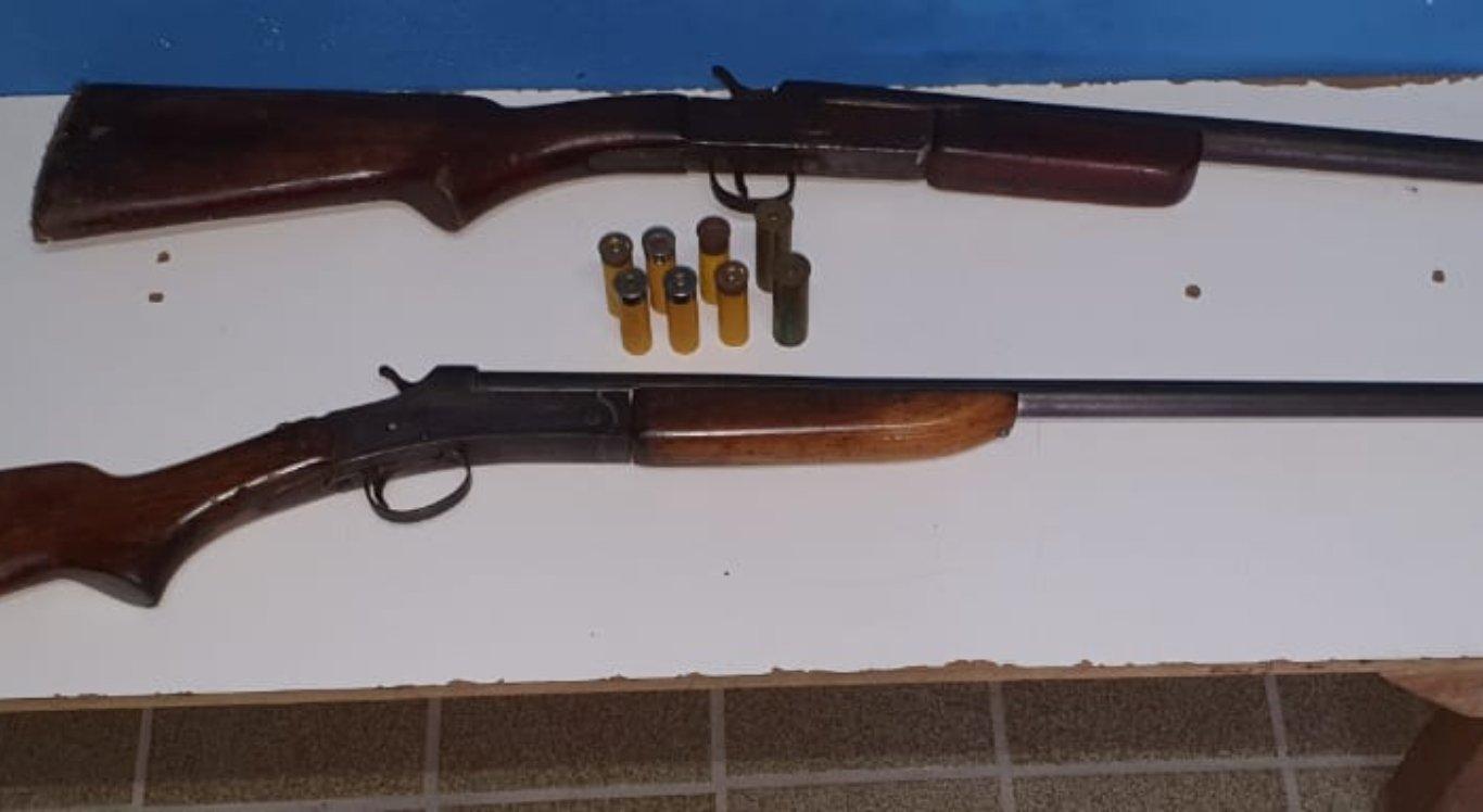 Armas foram apreendidas na casa do suspeito