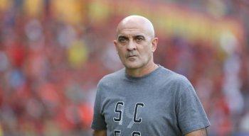 Itamar Schulle teve as ausências de Pipico e Paulinho na partida entre Sport x Santa Cruz