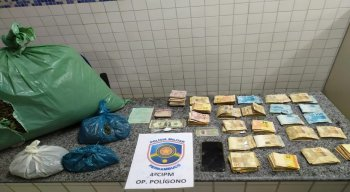 A grande quantidade de drogas e o valor em dinheiro foram encontrados durante ronda no município de Petrolândia, no Sertão