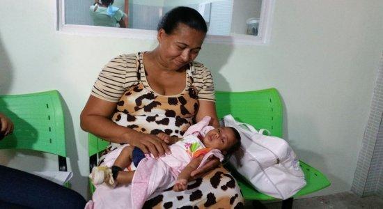 Mães de bebês com microcefalia enfrentam demora para receber o benefício em PE