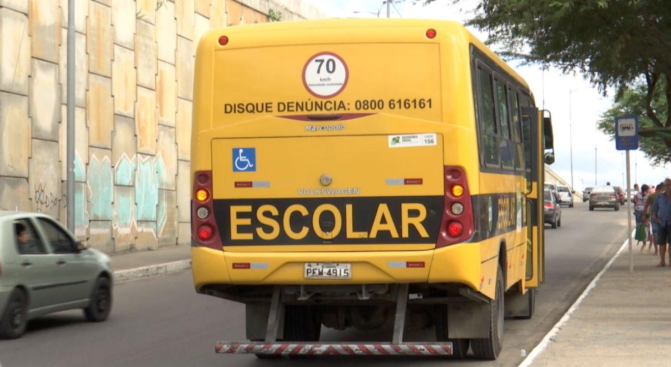 Ônibus escolar abordado pela PRF estava com excesso de passageiros