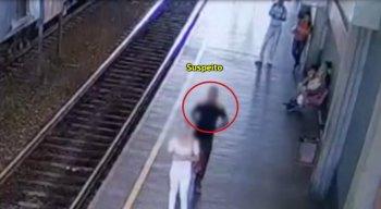 As imagens mostram o suspeito de cometer importunação sexual