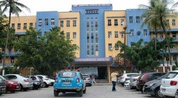 Mulher foi levada para o Hospital Otávio de Freitas