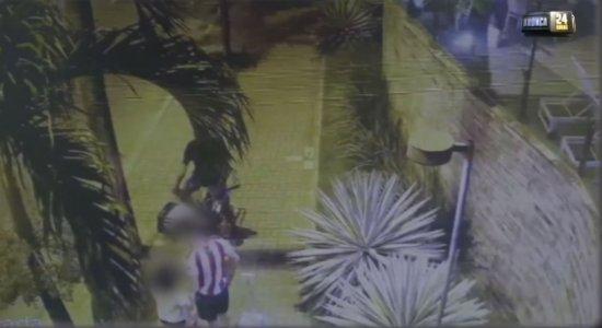 Vídeo: jovem e criança são assaltados no bairro da Madalena